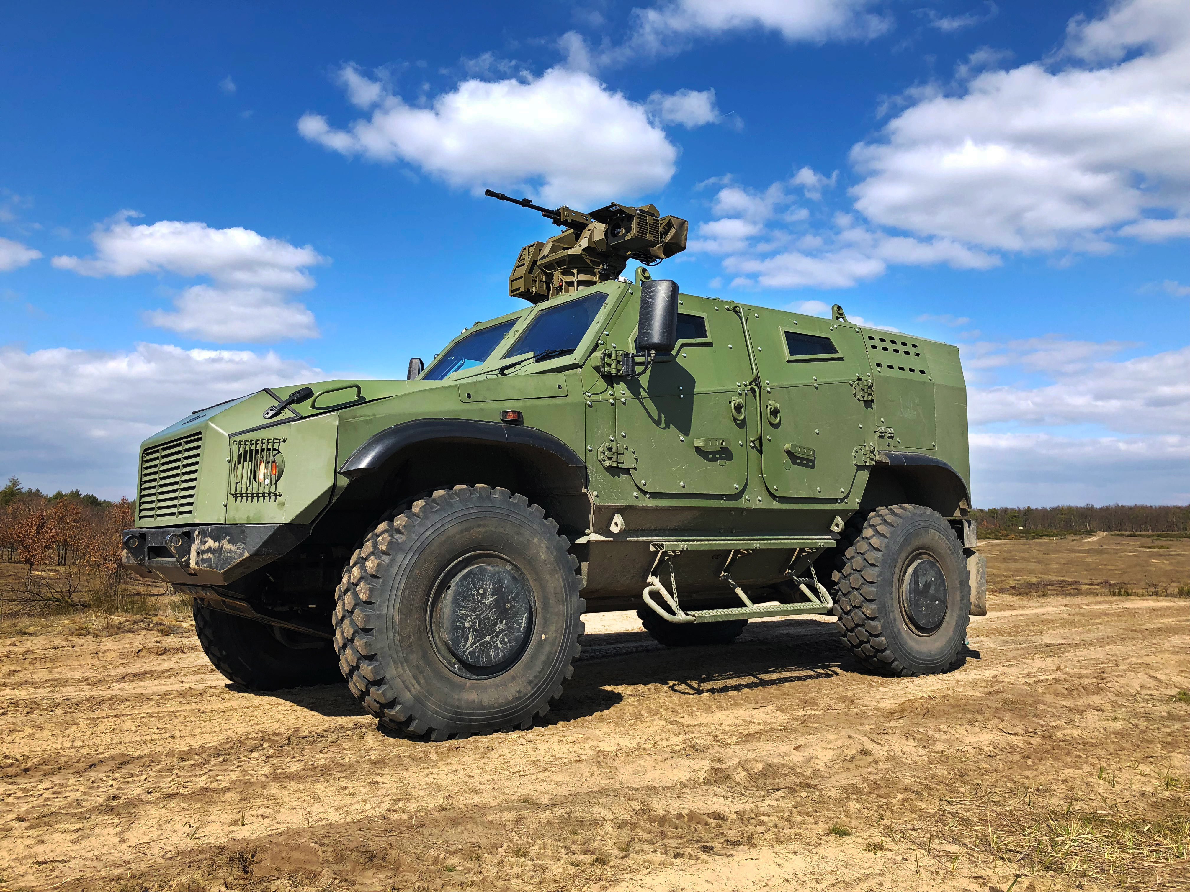 zetor-gerlach-armoured-vehicle-4x4-desert-outside